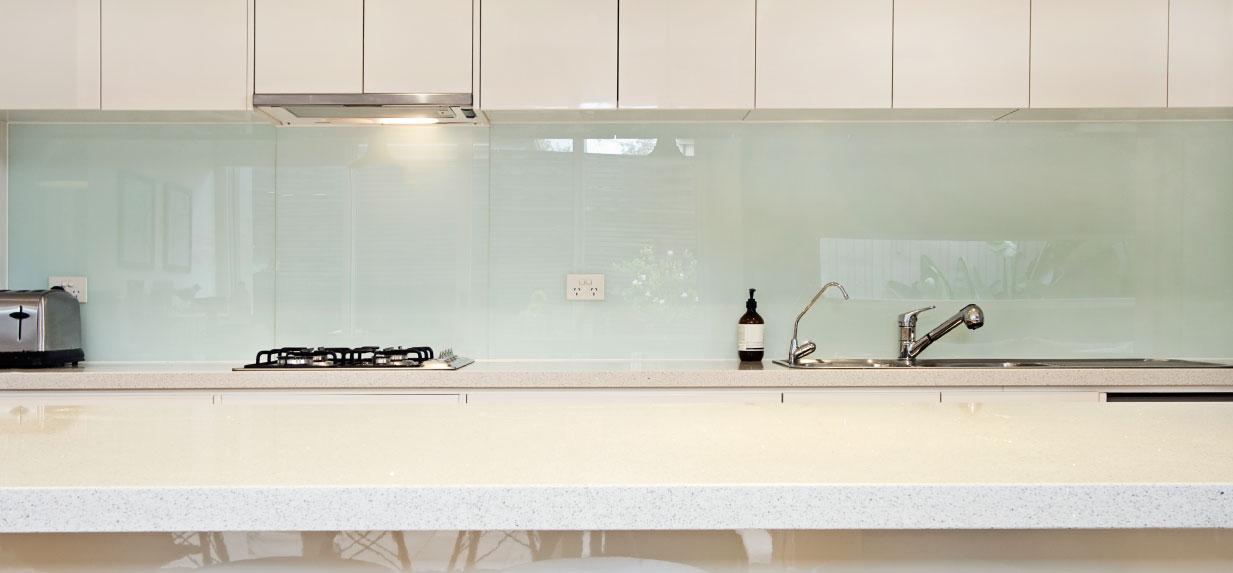 חיפוי קיר זכוכית חלבי למטבח -אור מראות קריסטל