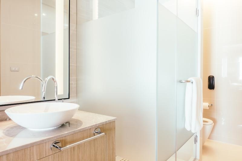 מקלחונים-לפי-מידה מראות אור קריסטל
