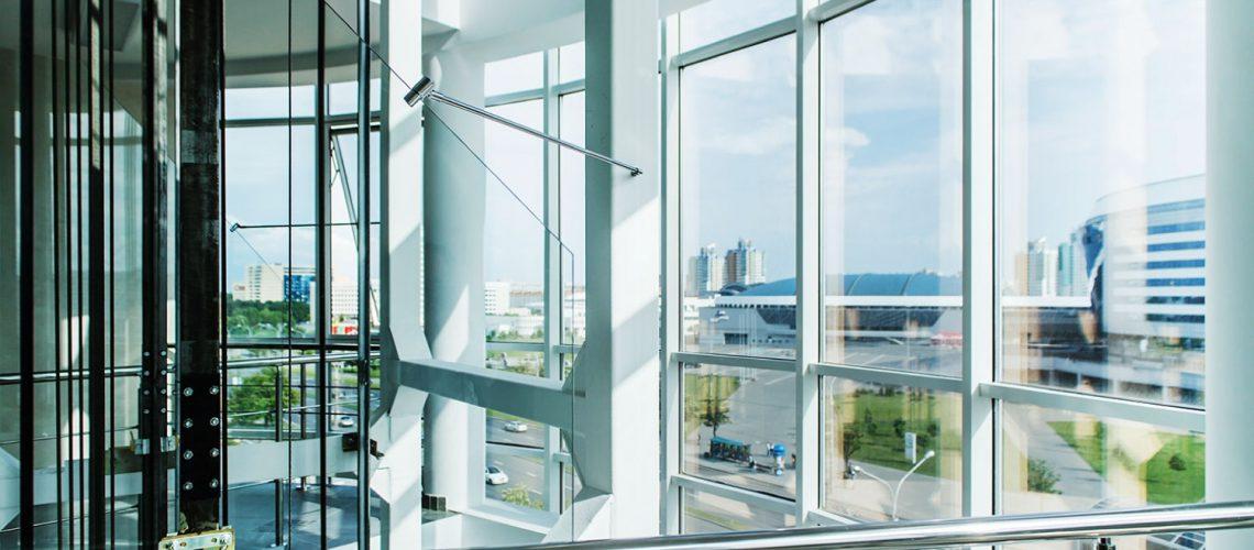 דלתות כניסה מזכוכית - ויטרינות מזכוכית- מראות אור קריסטל